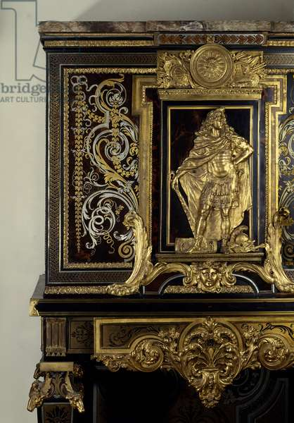Art France: Cabinet adorns the figure of King Louis XIV (1638-1715) in Hercules Gaulois. Detail. Furniture by Andre Boulle (1642-1733) around 1700. Height: 1,87m. Paris, Musee Du Louvre
