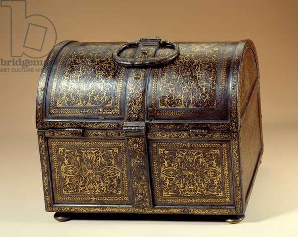 Weapon box of Cosimo I (Cosimo de Medici) (1519-1574) and Eleonore de Toledo (1519-1562) (Eleonora di Toledo) in metal and damasquine. 16th century Paris, Musee du Louvre