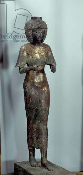Egyptian antiquite: statuette representing the Divine Adorator Karomama. Gold bronze sculpture. 850 BC. Sun 0,59 m Paris, Musee du Louvre