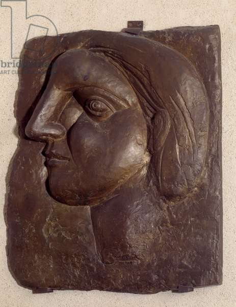 Head of profile woman (Marie Therese) (Marie-Therese). Sculpture by Pablo Picasso (1881-1973), 1931. Bronze. Paris, Musee Picasso.