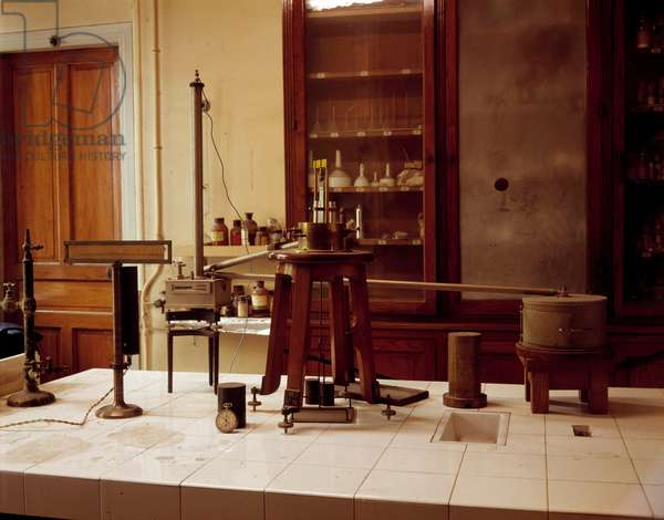 Sciences: reconstruction of the laboratory of Marie Curie (Maria Curie-Sklodowska 1867-1934), part reserved for the measurement of radioactivity. Musee Curie, Paris