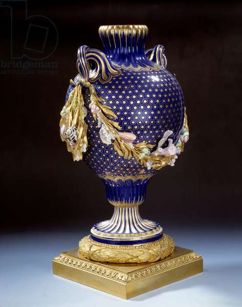 Vase with fish tail in hard porcelain. Around 1765-1770. Paris. Musee du Louvre