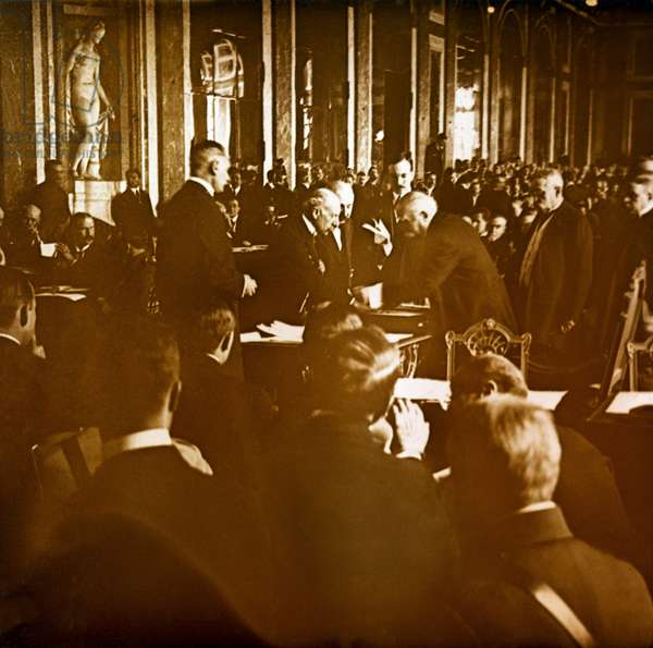 Photography - Stereo glass plate on the First World War: Georges Clemenceau signing the Versailles Treaty in 1919 in the Ice Gallery of the Chateau de Versailles, Private Collection