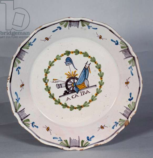 """French Revolution: plate on which is written """""""" a ca ira"""""""" (revolutionary song). Ceramic of the 18th century. Nevers, Musee Frederic Blandin"""