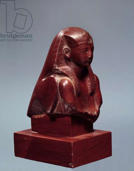 Egyptian Antiquity: King Thutmosis (Tuthmosis or Thutmus) III as King Falcon. Jasper sculpture. 18th dynasty (1550-1295 BC) Sun. 0,11 m Paris, musee du Louvre