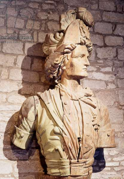 Bow figure: bust of French privateer. 17th century Saint Malo, city museum