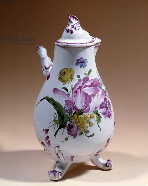 Niderviller in faience. 18th century. Sevres, porcelain factory