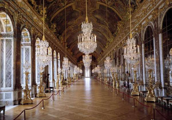 Architecture: view of the Galerie des Glaces in Versailles restored by architect Jules Hardouin-Mansart and built from 1678 to 1684. Versailles Castle, Versailles
