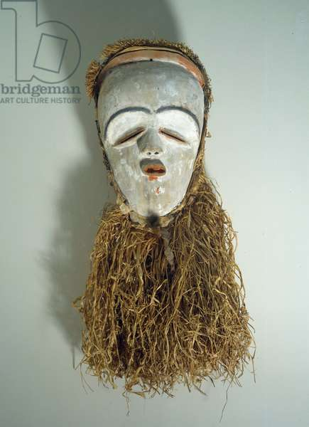 African Art: Tsogho mask from Gabon in wood and raffia. 28 cm Paris, Musee Picasso