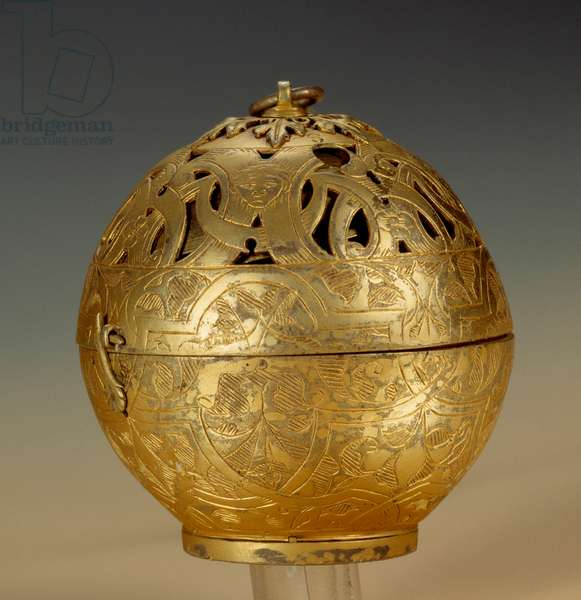 Small clock or spherical watch in grave and gold copper by Jacques De La Garde (active between 1551 and 1572) 1551 Diam. 5.5 cm Paris, Musee du Louvre