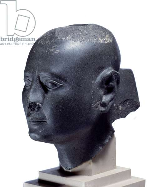 Egyptian antiquite: man's head age. Sculpture in schist of the 30th dynasty (378-341 BC) Sun. 13 cm Paris, musee du Louvre