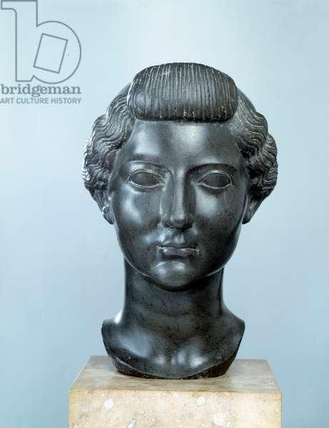 Bust of Livie (Livia Drusilla Augusta, 58 BC), wife of the Roman Emperor Augustus (Octavian, Octavian or Latin Gaius Julius Caesar Octavianus) (61 BC-14 AD). 31 BC. Basalt sculpture. Dim. 0,32m. Louvre Museum, Paris