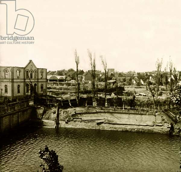 Stereoscopic glass plate on the First World War (1st, Iere, 14-18 or 1914-1918) (The First World War; WWI): Belgium, the City of Nieuport, Private Collection