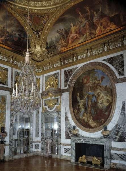 French art: view of the Salon de la Paix at the Chateau de Versailles.