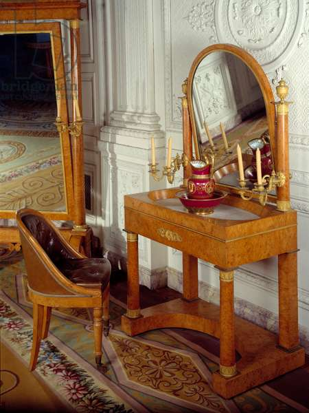 Column dressing table by the Impress Josephine de Beauharnais (1763-1814). Versailles, Musee Du Chateau