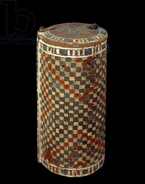 Art of Ancient Egypt: cylindrical wooden chest decorated with a checkerboard (1400 BC). Paris, Musee Du Louvre