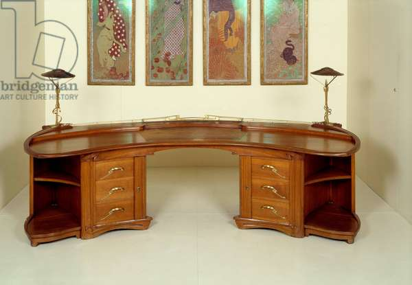 Art Nouveau: office in oak, golden bronze, copper and leather made by Henri Van De Velde (1863-1957). 1898 Sun. 1,28x2,68 m Paris, musee d'Orsay