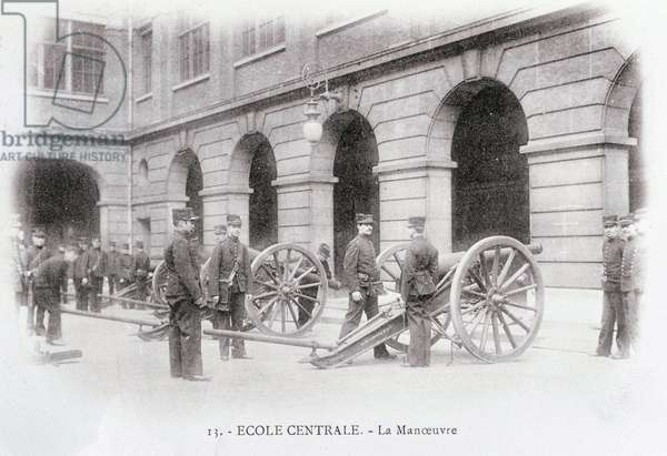 The central school: scene of manoeuvre - beginning of the 20th century - Photography