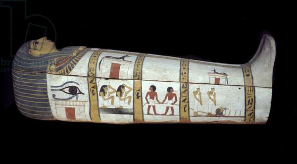 Egyptian antiquite: sarcophagus of Madja in stucco wood and painted. 18th dynasty. New empire Around 1690 BC. Paris, muse du Louvre - Egyptian Antiquity: stuccoed and painted wooden sarcophagus of Maajah (Madja). 18th dynasty. New Empire, about 1690 BC. Louvre Museum, Paris