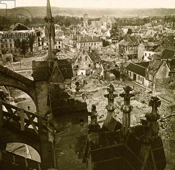 Stereoscopic glass plate on the First World War (1st, Iere, 14-18 or 1914-1918) (The First World War; WWI): General View of the City of Soissons, Private Collection