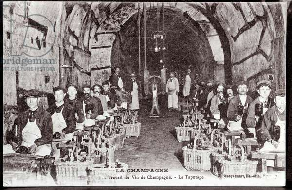 Manufacture of Champagne: tapping in a cellar in Champagne - beginning of the 20th century - Photography