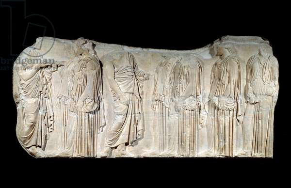 Greek art: fragment of the Parthenon frieze: procession of the feast of the Great Panathenees: authorizers and ergastines. Classic period. Paris, Louvre Museum