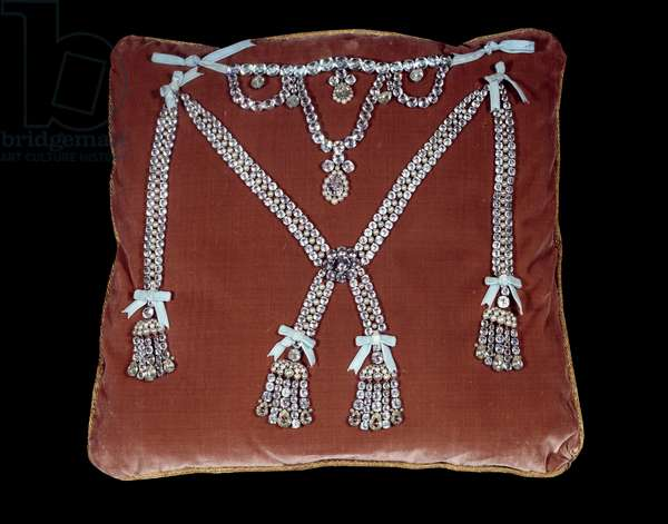 Case of the necklace: Copy of the necklace of Queen Marie Antoinette made by Boehmer and Paul Bassenge (18th century). Versailles, castle museum