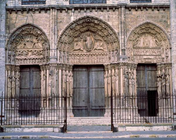 Gothic architecture: royal gate or large portal of the western facade. Cathedrale Notre-Dame de Chartres (Eure and Loir).