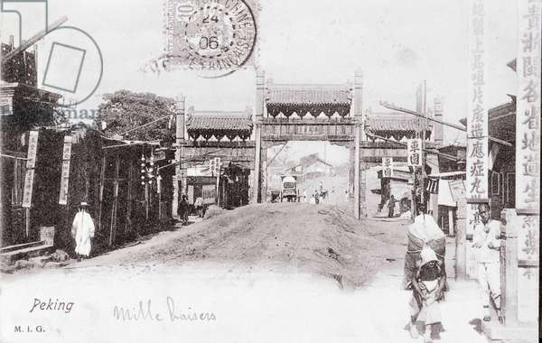 View of a Gate of the City of Pekin, China Photograph of 1906 - Private Collection