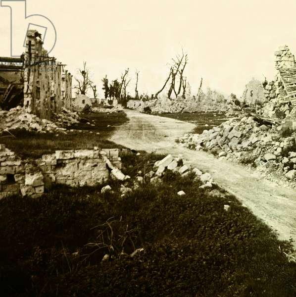 Stereoscopic glass plate on the First World War (1st, Iere, 14-18 or 1914-1918) (The First World War; WWI): Aisne, Ruins in Puisieux, Private Collection