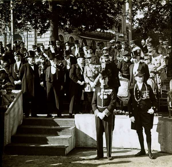 Stereoscopic glass plate on the First World War (1st, Iere, 14-18 or 1914-1918) (The First World War; WWI): Clemenceau, Foch, Joffre and Deschanel at the celebrations of Victory in Paris, Private Collection