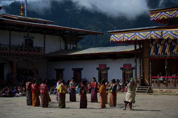 Dancers at the Gangtey festival, Bhutan (photo)