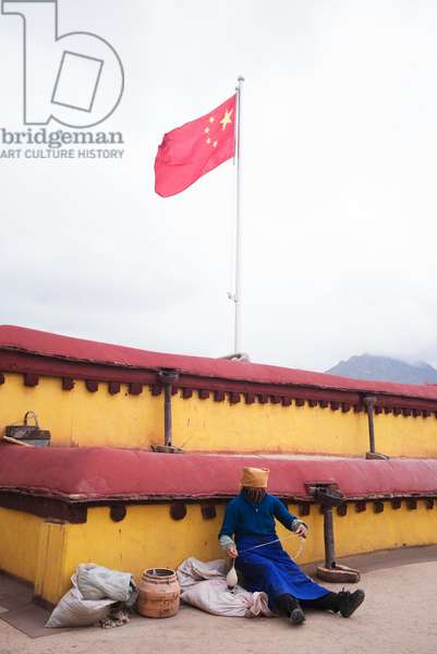 Chinese flag in, Lhasa, Tibet (photo)