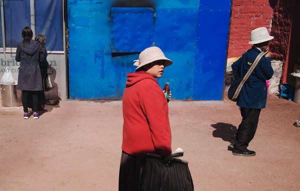 Street colours, Lhasa, Tibet (photo)