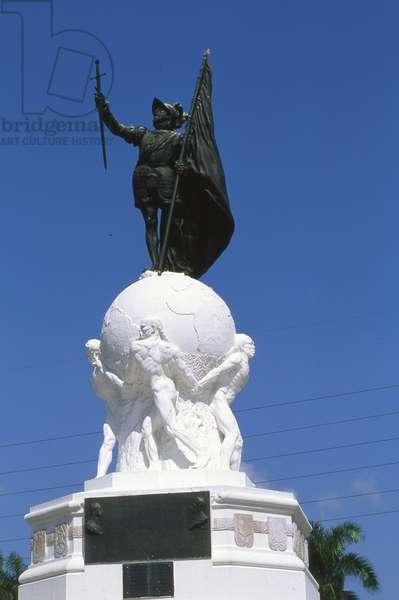 Statue of Balboa, Panama City, Panama (photo)