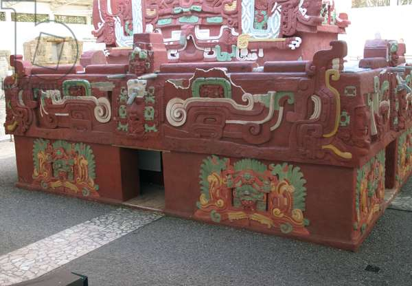 Replica of the Rosalila temple at Copan (photo)