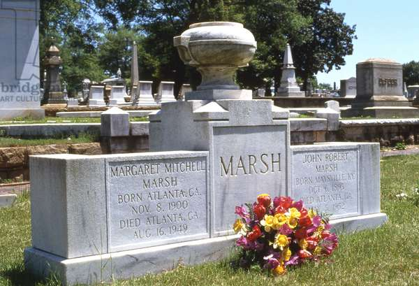 Tomb of Margaret Mitchell in Oakland Cemetery (photo)