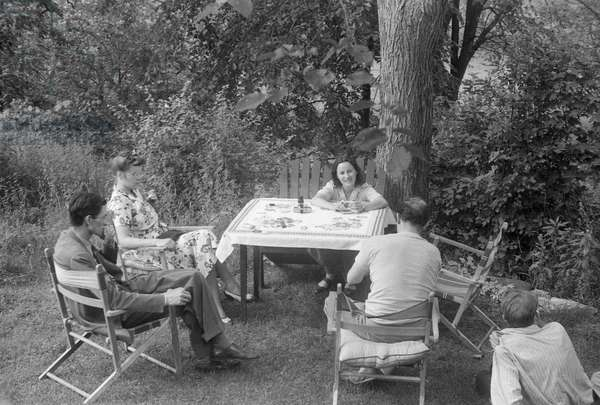 W.H. Auden, Clement Greenberg, Tania Stern and friends at Green Cottage, Amenia, New York, summer 1941 (b/w photo)