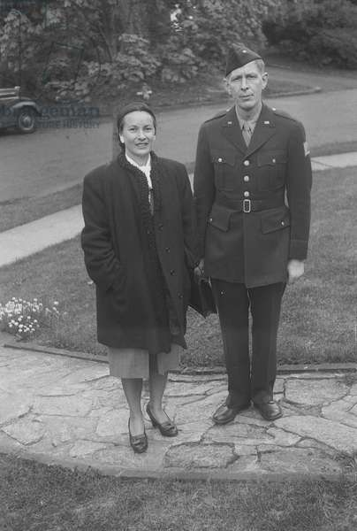 Tania Kurella Stern and W. H. Auden, Washington DC, March 1945 (b/w photo)