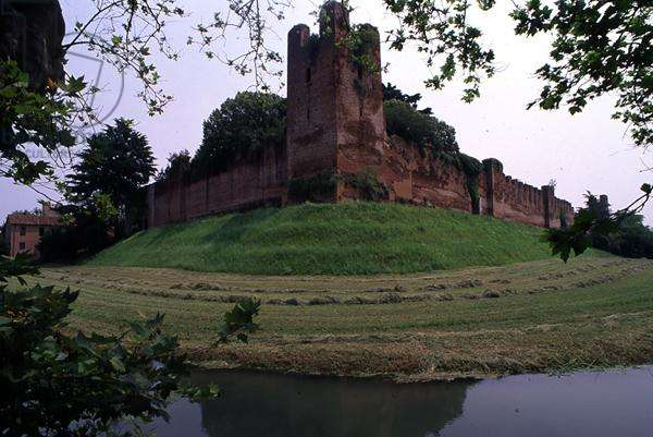 Walls and moat of the castle of Castelfranco, Veneto, Italy (photo)