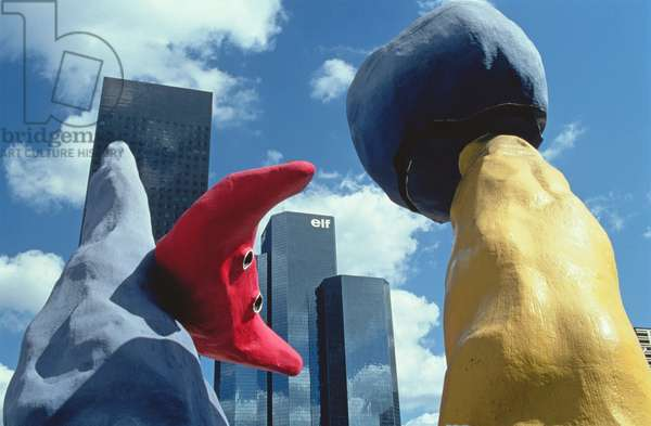 Deux personnages fantastiques, sculptures in front of the Elf and Fiat Buildings, Paris La Defense, 1976-78 (photo of sculptures and architecture)