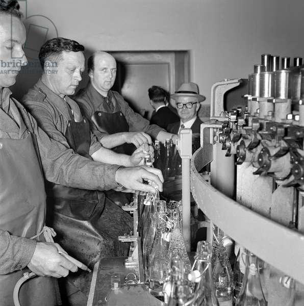 Switzerland Henniez, 1958 (b/w photo)
