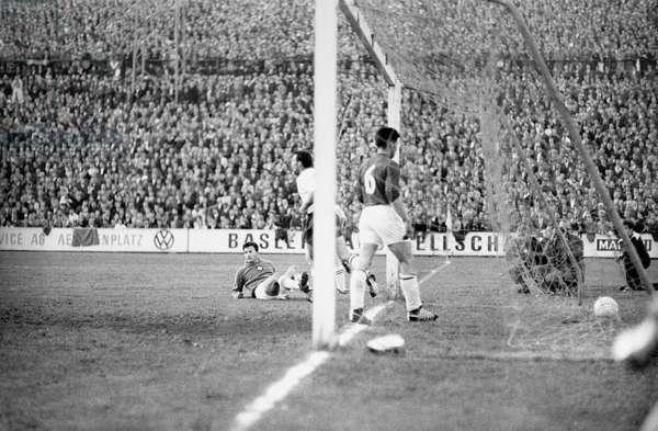Switzerland Soccer Che Xen, 1963 (b/w photo)