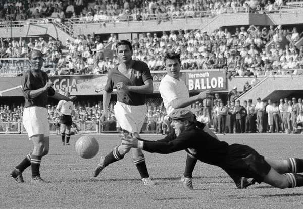 Football World Cup, 1954 Quarter Final Che Aut (b/w photo)