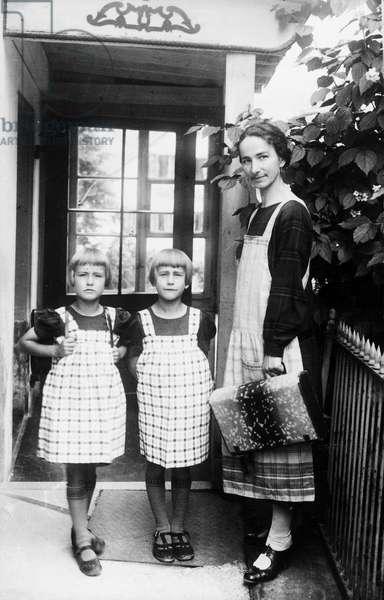 Switzerland School Twins, 1914 (b/w photo)