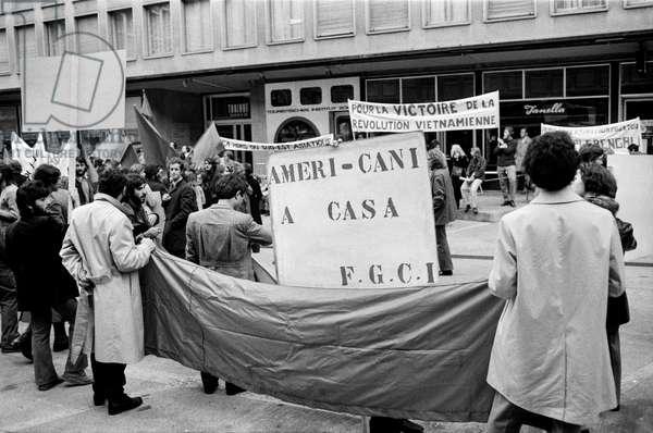 A demonstration in Zurich, Switzerland, against the Vietnam War, recorded on November 6, 1971 (b/w photo)