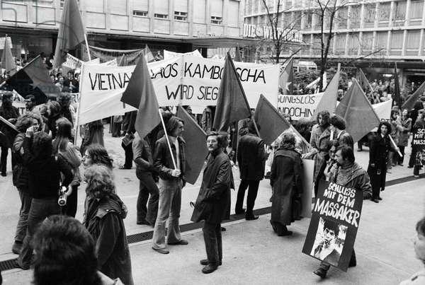 Demonstrators at the Vietnam War rally in Zurich, Switzerland, recorded on November 6, 1971 (b/w photo)