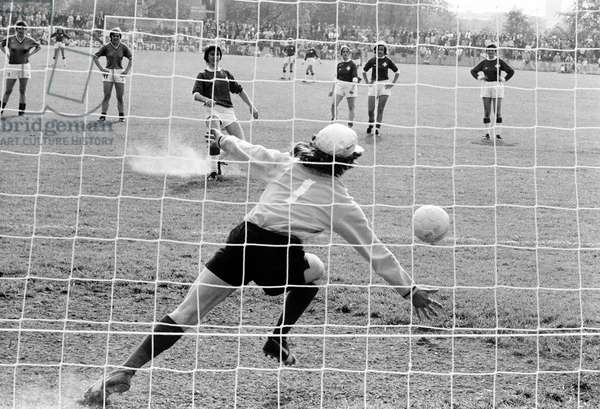 Football Game National Women Che Fra, 1972 (b/w photo)
