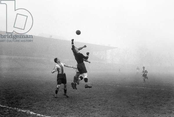 Switzerland Soccer Fcz Fcb, 1942 (b/w photo)