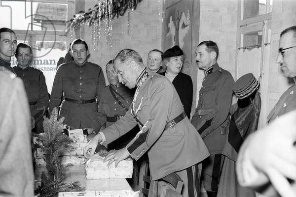 Switzerland Henri Guisan Soldiers Christmas Pleigne, 1939 (b/w photo)